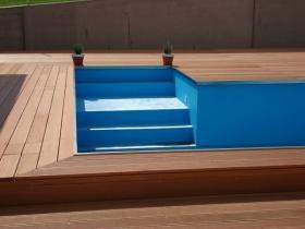 Drewno SECA doskonale sprawdzi się jako deck wokół basenu.